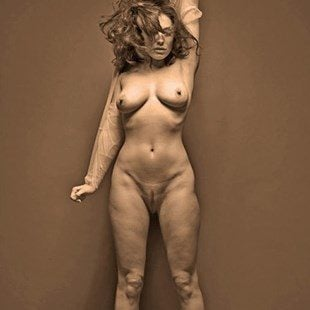 Kelly Brook Full Frontal Nude Outtakes Released
