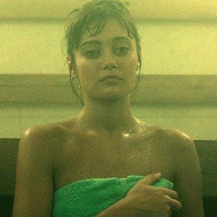 """Ella Purnell Nude Debut In """"Sweetbitter"""""""