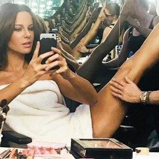 Kate Beckinsale Cleaning Her Pussy