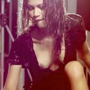 Zendaya Nude